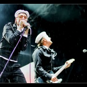 16_03-the-hives-27_08_2010-oo