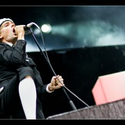 18_04-the-hives-27_08_2010-oo
