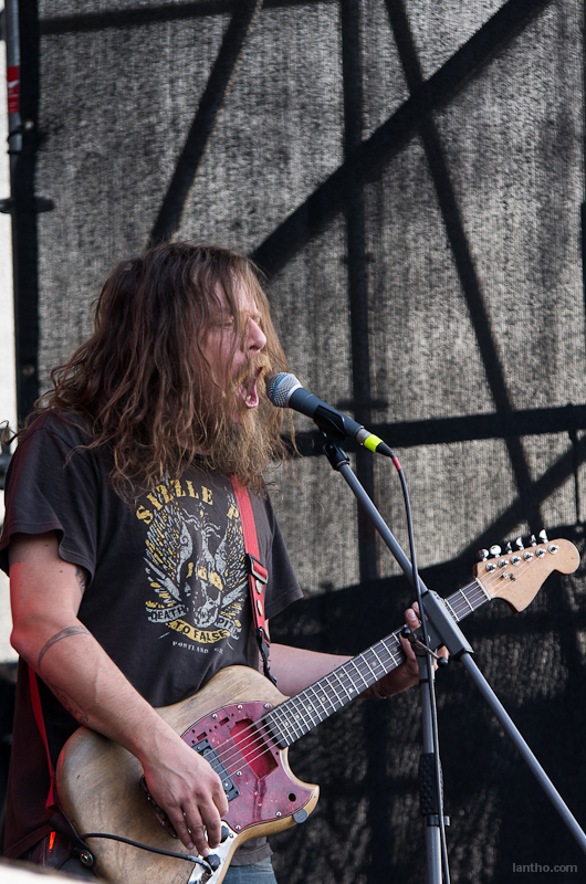 063_10_red_fang