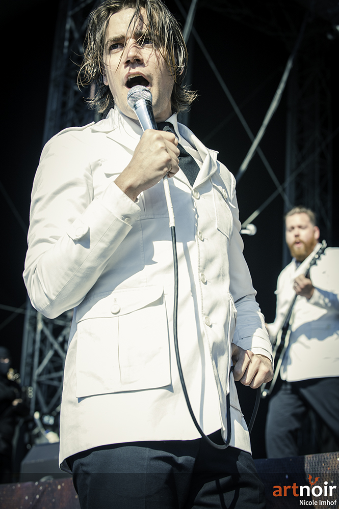 01-the-hives-4