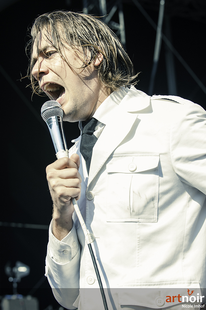 01-the-hives-5