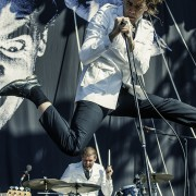 01-the-hives-2