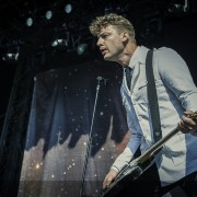 01-the-hives-8
