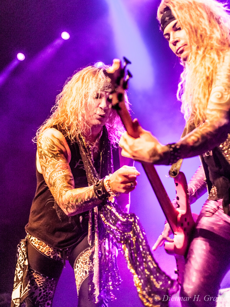 03-steel-panther-01