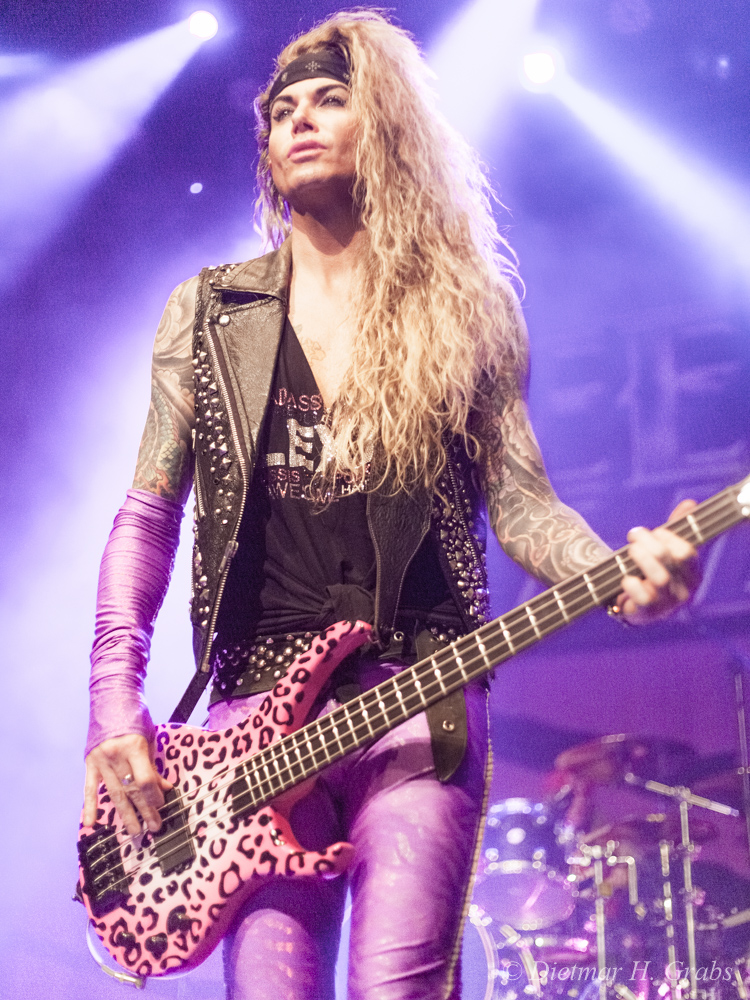 03-steel-panther-03