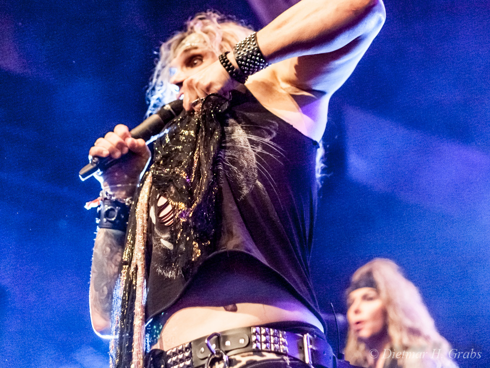 03-steel-panther-09