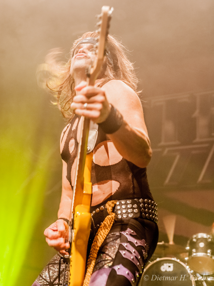03-steel-panther-39