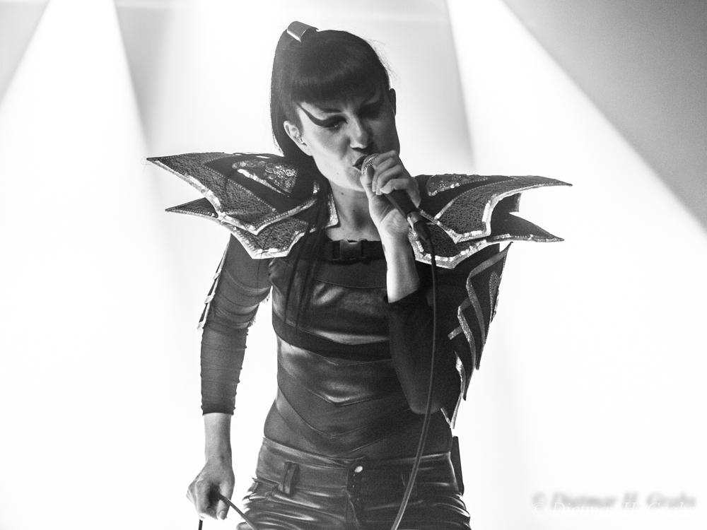 01-black-nail-cabaret-08