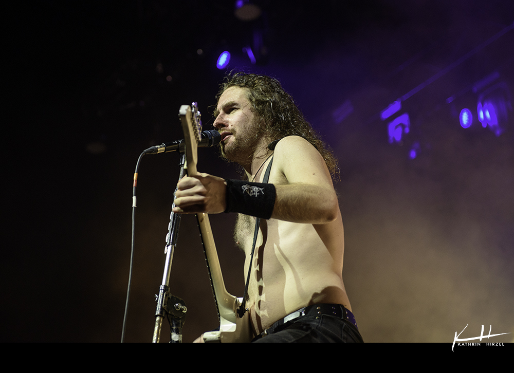 02-airbourne-02