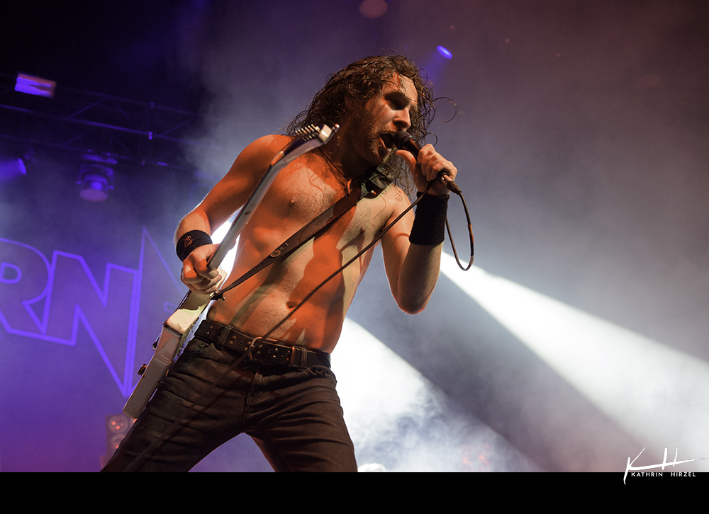02-airbourne-14