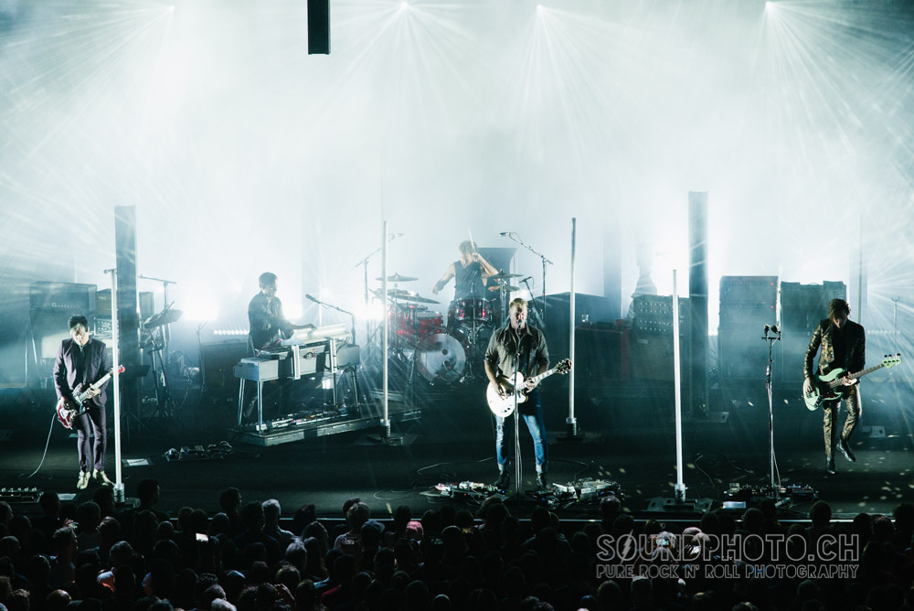 02-queens-of-the-stoneage-07