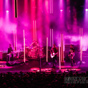02-queens-of-the-stoneage-04