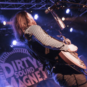 01-dirty-sound-magnet-10