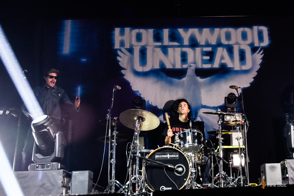 02hollywoodundead-06