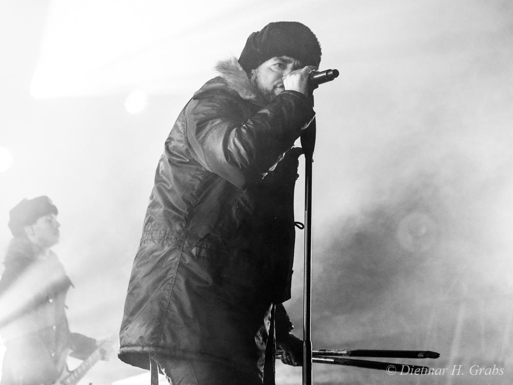 08-eisbrecher-14